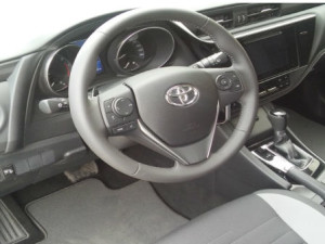 Toyota-Auris-Automatic-New-Interior