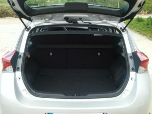 Toyota-Auris-Automatic-New-Trunk