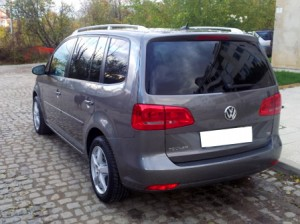 Volkswagen-Touran-automatic-New-Back