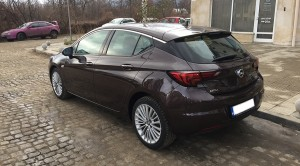 opel-astra-2016-back